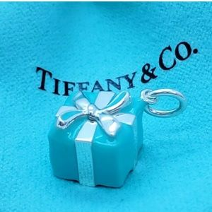 Tiffany&co enameled blue box charm